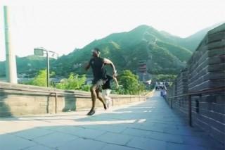 Погба пробежал наперегонки по Великой Китайской стене