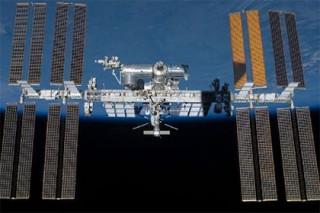 МКС совершила маневр для уклонения от космичесокго мусора
