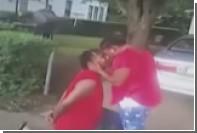Американец сделал предложение девушке во время своего задержания полицейскими