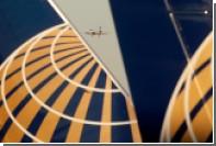 Пассажиры United Airlines обезвредили дебоширку на борту самолета