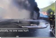 В Китае на дороге взорвался грузовик с бумагой и краской