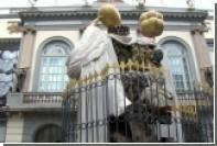 Зеваки собрались у склепа Сальвадора Дали в ожидании эксгумации