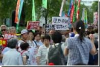 Протестующие в Токио призвали Абэ уйти в отставку