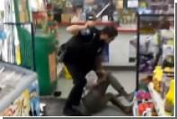 Полиция США исследует факт жестокого избиения бездомной негритянки патрульным