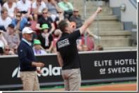 Зритель теннисного турнира в Швеции вышел на корт и выкрикнул нацистский лозунг