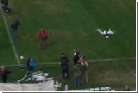Фанаты сбили снимавший футбольный матч коптер туалетной бумагой