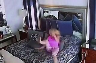Сняла на скрытую камеру у себя дома фото 221-643