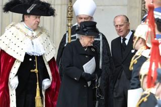 Королева Великобритании устроила вечеринку в стиле ABBA