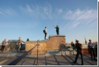 Власти Петербурга разрешат туристам гулять по крышам зданий