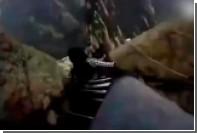 Спуск китайских туристов по «тропе смерти» сняли на видео