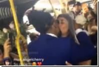 В нью-йоркском автобусе сыграли свадьбу