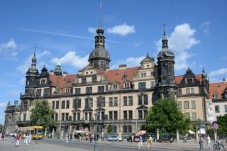 Прохожий побил зигующего американца в Дрездене