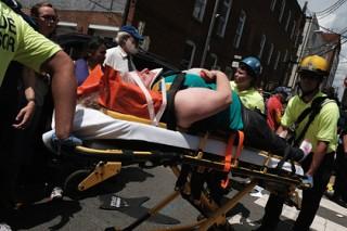 В результате наезда автомобиля на толпу в Виргинии пострадали 19 человек