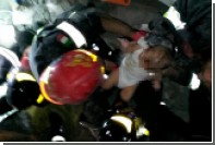 Итальянские спасатели вытащили младенца из-под руин дома