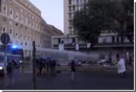 Бунтующих мигрантов в Риме остудиливодометами