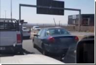 В ЮАР сознательные водители заблокировали уехавшего с места ДТП лихача