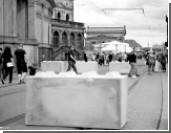 Городские власти ставят бетонные буквы и клумбы на службу антитеррору