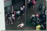Тайфун в Макао разметал по улицам людей и деревья