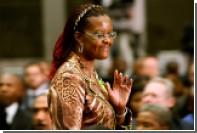 Отхлеставшая модель жена Мугабе сдалась полиции