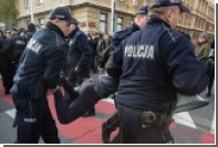 В Варшаве задержаны топтавшие польский флаг немцы