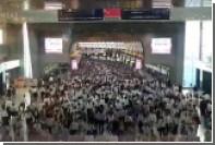 Японец снял на видео токийское метро в час пик