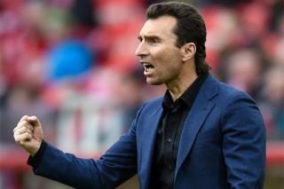Тренер «Анжи» отказался извиняться перед названным им трусом футболистом