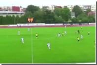 Российский футбольный арбитр забил мяч с центра поля