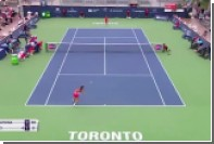 Российская теннисистка Касаткина выиграла очко ударом между ног