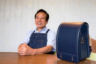 78-летний японец вручную сшил школьные ранцы из 150 деталей