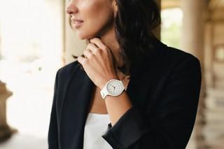Бренд Swatch реализовал в часах технологию Bi-injection