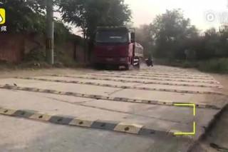 Пекинцы установили сотни «лежачих полицейских» на километр дороги