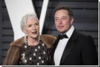 69-летняя мать Илона Маска стала лицом косметического бренда CoverGirl