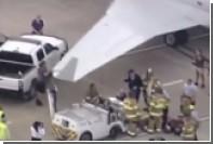 Самолет протаранил буксир в американском аэропорту