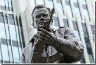 Автор памятника Калашникову посоветовал Макаревичу не лезть в скульптуру