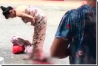 Китаянка родила по дороге из магазина и пошла дальше с младенцем и покупками