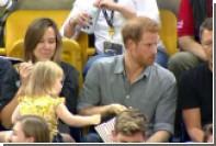 Двухлетняя девочка украла попкорн у принца Гарри