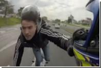 Мотоциклист прокатился по трассе Буэнос-Айреса на одной ноге и без шлема