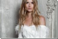 Российский дизайнер предложила надеть на свадьбу платье-пальто с перьями