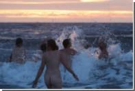 400 голых британцев прыгнули в Северное море для борьбы с психическими болезнями