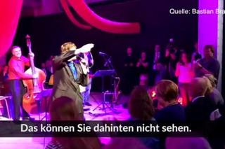 Меркель спела на предвыборном митинге