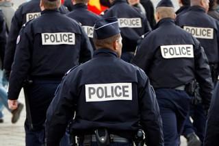 Два предполагаемых террориста задержаны под Парижем по наводке сантехника