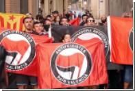 Испанские националисты сожгли флаги Каталонии и попытались побить антифашистов