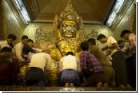 В Мьянме рохинджа сожгли буддийский монастырь и отбили Будде голову