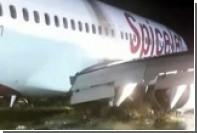Самолет в Мумбаи застрял в грязи из-за проливных дождей