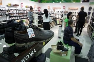 Путин поручил рассмотреть вопрос о введении утилизационного сбора на обувь