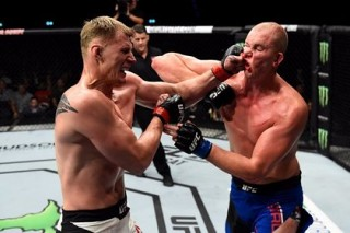 Россиянин Волков нокаутировал 213-сантиметрового голландца в UFC
