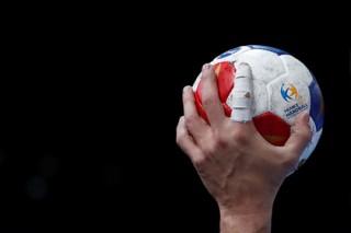 Российским гандболисткам пригрозили лишением серебра ЧЕ из-за допинга