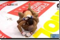 Бразильский боец ММА укусил россиянина Алиева в поединке на турнире в Махачкале