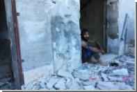 Сирийские спасатели извлекли из-под завалов в Идлибе новорожденную
