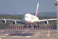 Крупнейший пассажирский самолет занесло при посадке из-за урагана